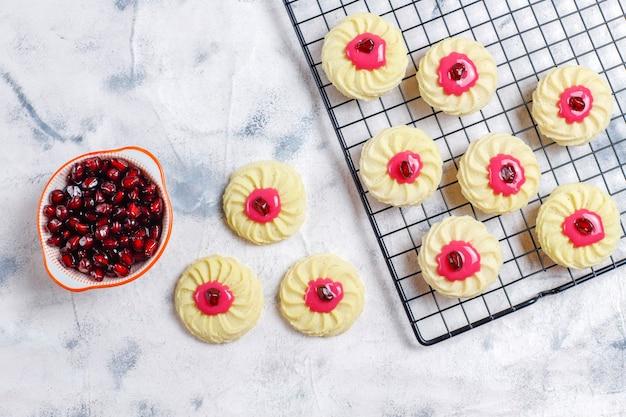 Heerlijke zelfgemaakte koekjes met granaatappelpitjes.