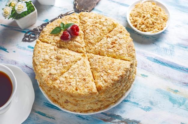 Heerlijke zelfgemaakte napoleoncake, bovenaanzicht