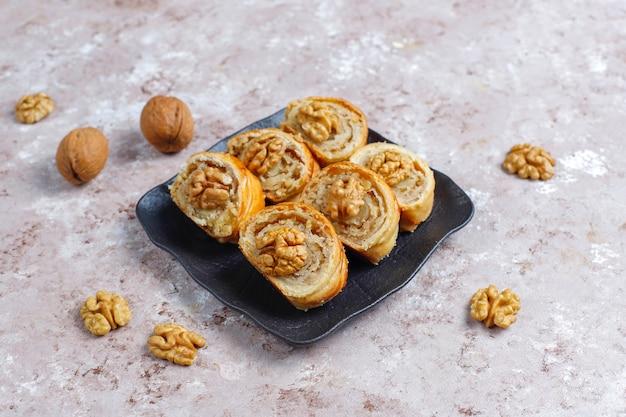 Heerlijke zelfgemaakte walnotenbroodjes.