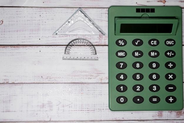 Heersers en rekenmachine op borden