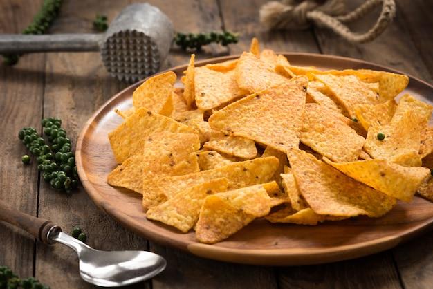 Heet gekruide sriracha-chips met peper