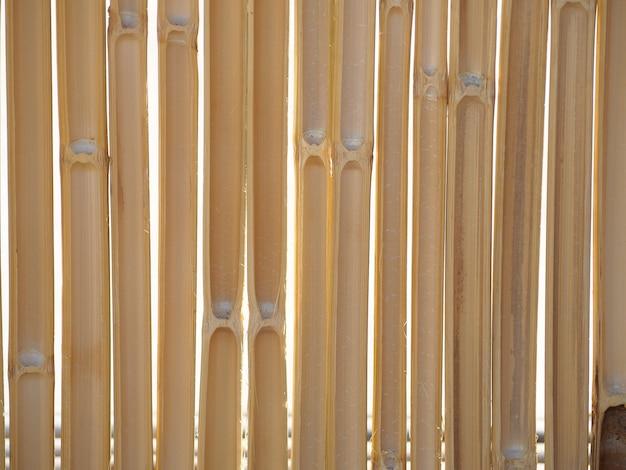 Hekken gemaakt van gesneden bamboe