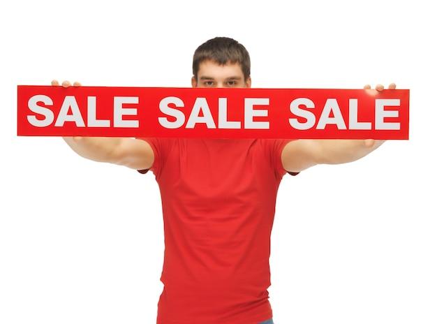 Helder beeld van een man met een verkoopbord.