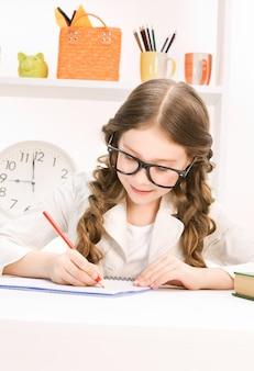 Helder beeld van het leren van basisschoolstudent