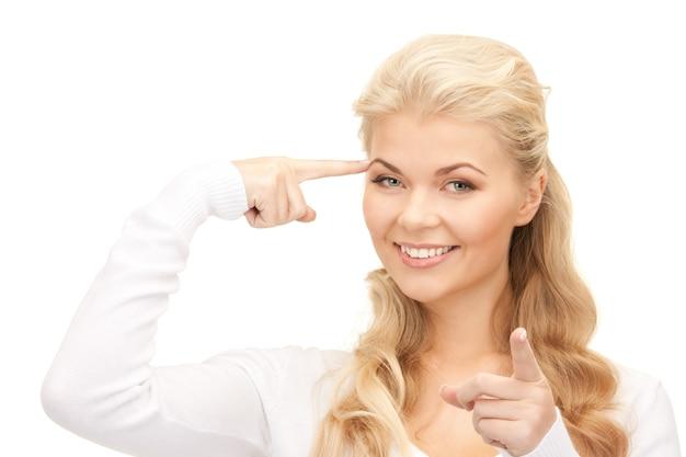 Helder beeld van peinzende zakenvrouw over wit