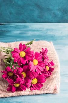 Helder bloemenboeket op canvas