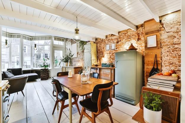 Helder en mooi interieur van de eetkamer