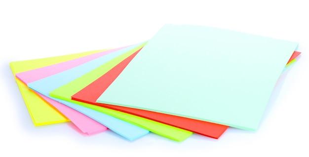 Helder kleurrijk document dat op wit wordt geïsoleerd