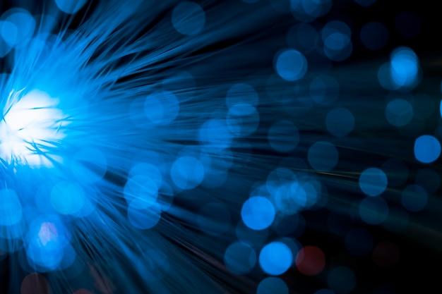 Helder licht met blauwe optische vezel