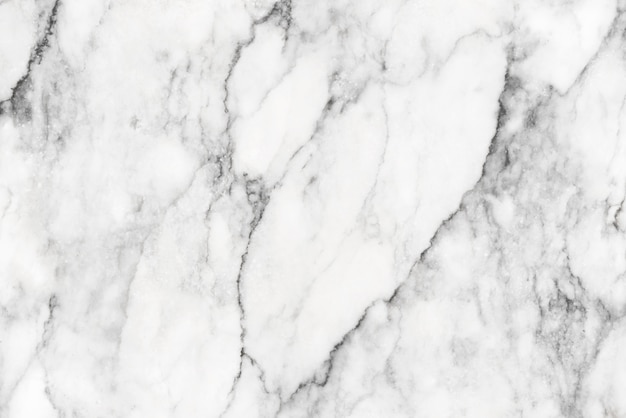 Helder natuurlijk marmeren textuurpatroon zoals hart dat voor luxe witte achtergrond wordt gevormd.