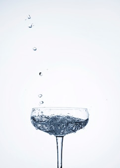 Helder water in glas met lege ruimte