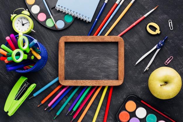 Heldere briefpapier op blackboard