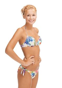 Heldere foto van mooie vrouw in bikini