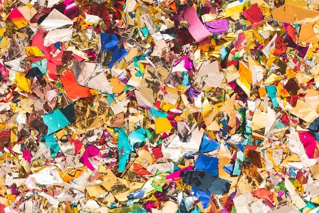 Heldere fragmenten van confetti