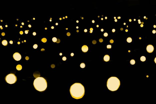 Heldere gouden bokeh lichtslinger. nieuwjaar en kerstmis.