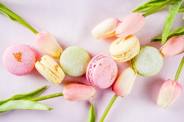 Heldere kleurrijke macarons