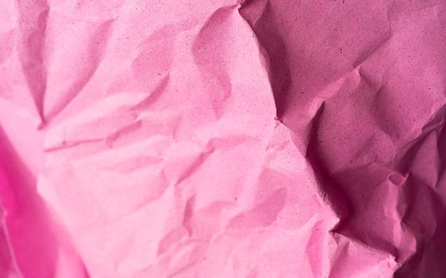 Helderroze verfrommeld papier textuur, roze achtergrond, behang voor website of ontwerp Premium Foto