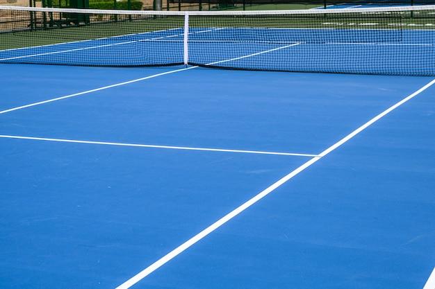 Hele blauwe tennisbaan, synthetisch rubber gazon
