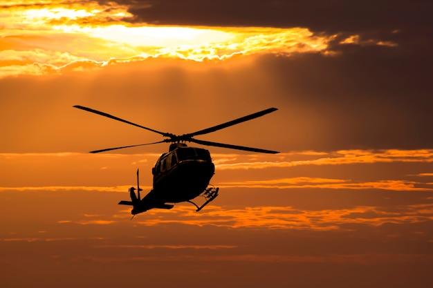 Helikopter op zonsondergang