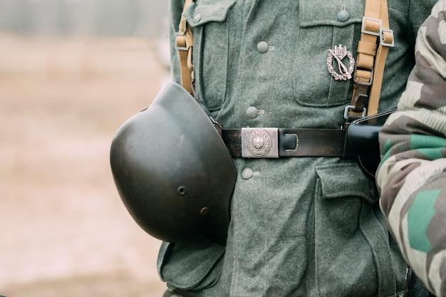 Helm van een soldaat van duitse troepen tweede wereldoorlog