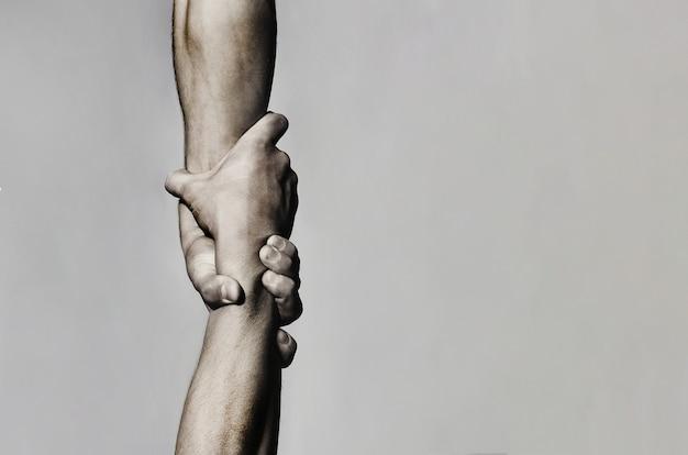 Helpende hand concept en internationale dag van vrede, ondersteuning