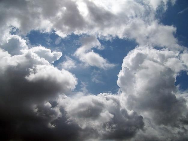 Hemel cumulus weer klimaat regenwolken