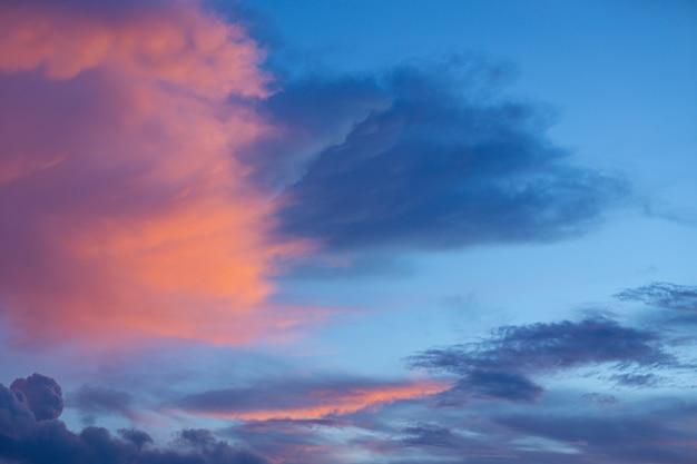 Hemel in zonsondergangtijd