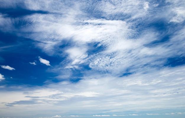 Hemel met wolken als achtergrond