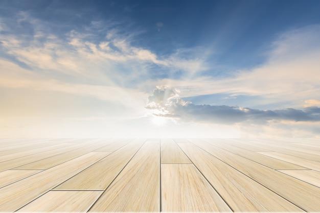 Hemelachtergrond met houten vloer
