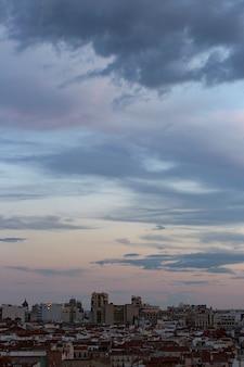 Hemellandschapsachtergrond met wolken