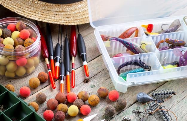 Hengels en spins met accessoires om te vissen