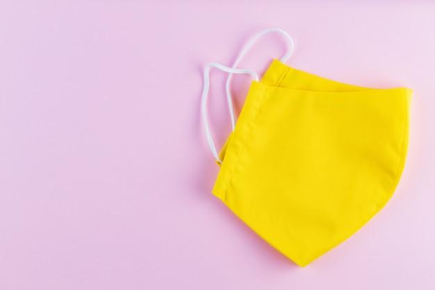 Herbruikbaar beschermend masker. geel gezichtsmasker. gezicht beschermend masker