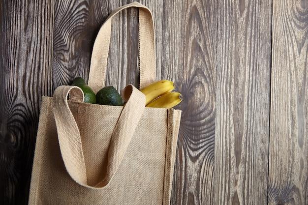 Herbruikbare boodschappentas met vers fruit