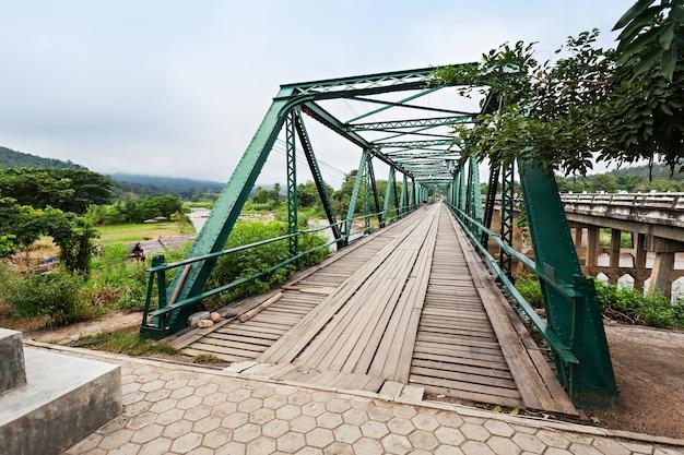 Herdenkingsbrug uit de tweede wereldoorlog in pai, provincie mae hong son, in het noorden van thailand