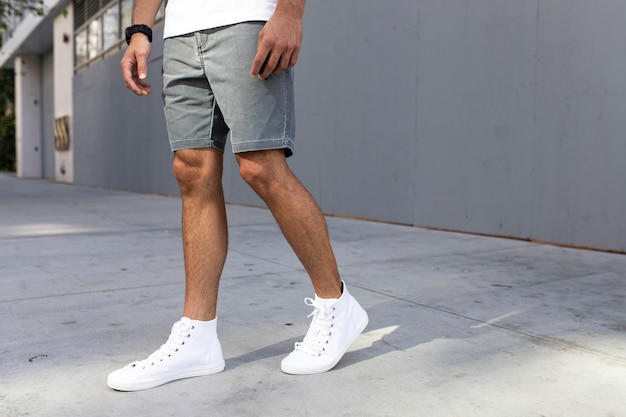 Heren enkelsneakers witte streetstyle kleding shoot