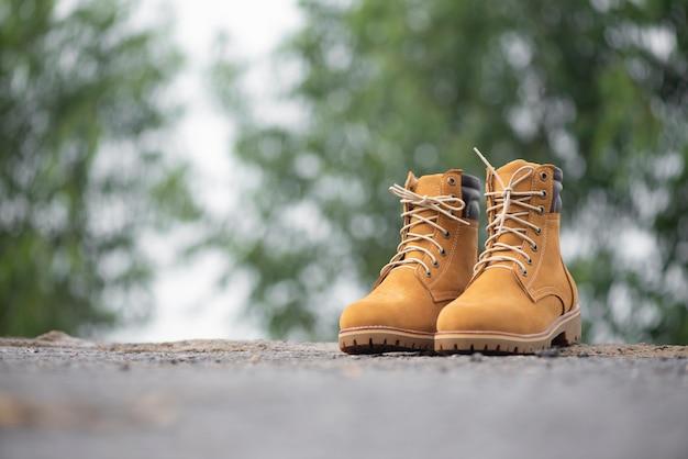 Heren mode gele laarzen leer.