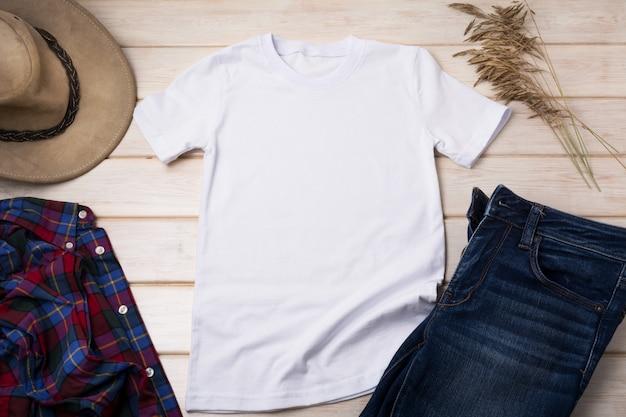 Heren t-shirt met cowboyhoed, overhemd en jeans