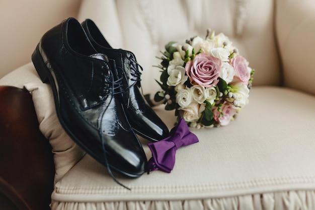 Herenschoenen en elegante kleding, vakantiethema en bruiloft