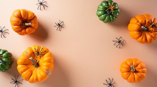 Herfst achtergrond decor met pompoenen
