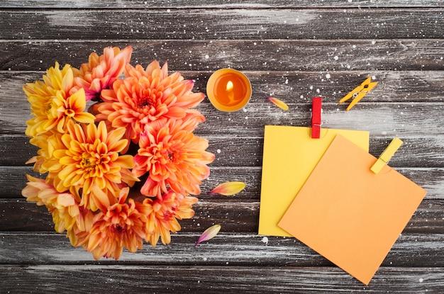 Herfst achtergrond met chrysant