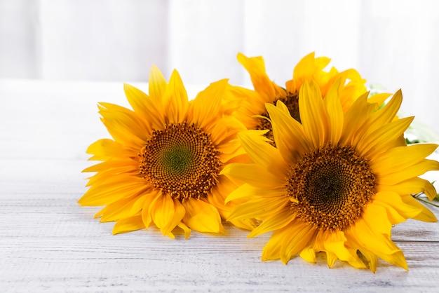 Herfst achtergrond met zonnebloemen