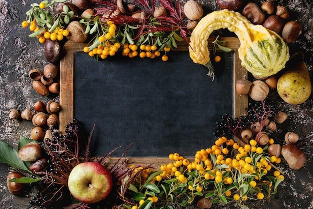 Herfst bessen met schoolbord