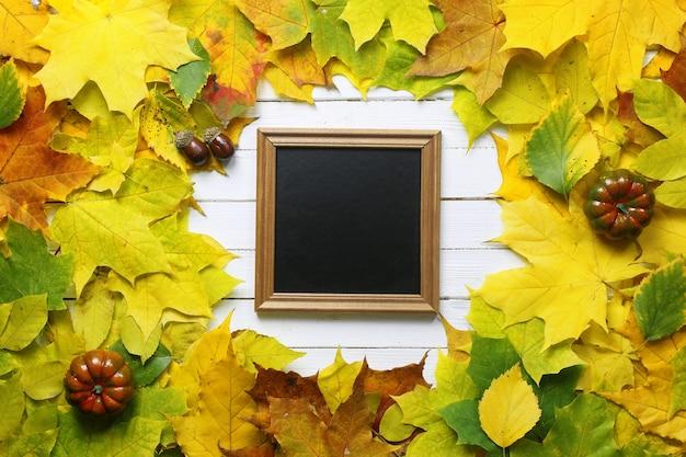 Herfst esdoorn bladeren achtergrond vorm rond
