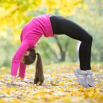 Herfst fitness: bridge pose