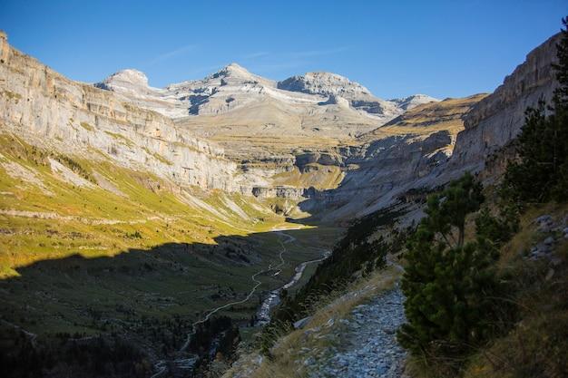 Herfst in ordesa en monte perdido national park, spanje