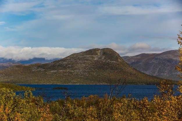 Herfst landschap in lapland, noord-zweden