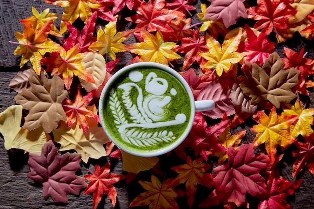 Herfst, matcha groene theekopje hout