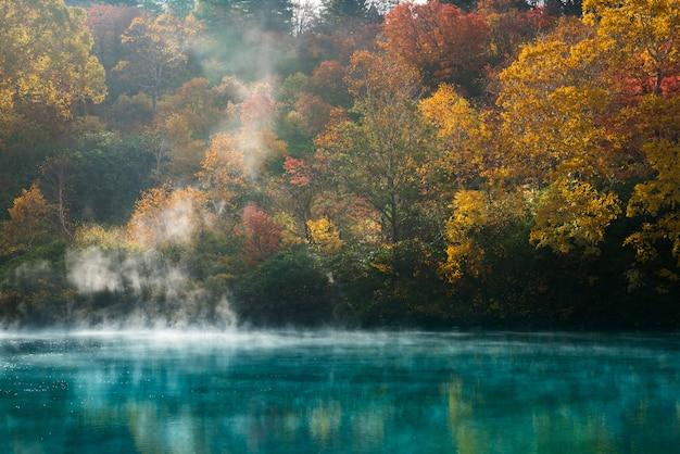 Herfst onsen lake aomori, japan