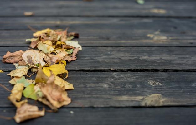 Herfst op een mooie houten tafel