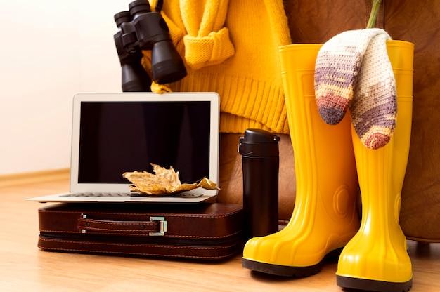 Herfst reis elementen samenstelling met laptop